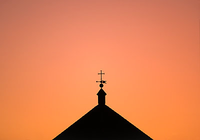 Silhouette of church roof at sunset in Seville, Andalusia, Spain - p1427m2146723 by Dermot Conlan