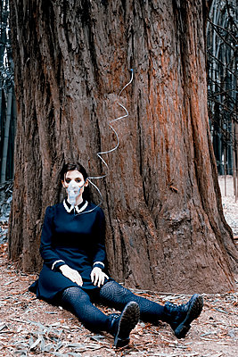 Woman with oxygen mask plugging into a tree - p1521m2228362 by Charlotte Zobel