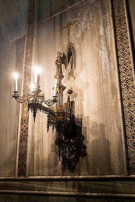 Heiligenfigur und Kerzenhalter - p280m1111727 von victor s. brigola