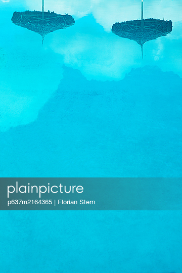 poolside - p637m2164365 by Florian Stern
