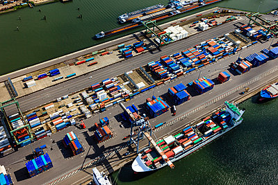 Container harbour - p1120m987379 by Siebe Swart