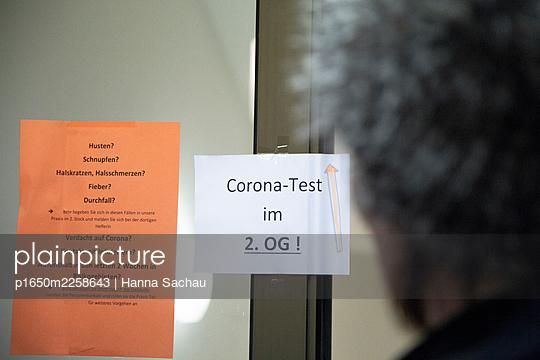 Test center - p1650m2258643 by Hanna Sachau