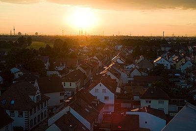 Ilvesheim im Abendlicht vom Kirchturm 1 - p347m952653 von Georg Kühn