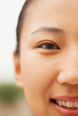 Close up of Chinese woman's face - p555m1478588 by Jade photography