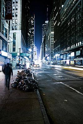 USA, New York, Strassenszene, Nacht - p2687188 von Christof Mattes