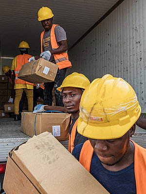 Warehouse workers loading a refrigerated truck with frozen fish - p390m2032009 by Frank Herfort