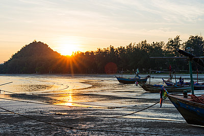 Sam Phraya Beach at sunset, Khao San Roi Yot National Park, Prachuap Kiri Khan, Thailand, Southeast Asia, Asia - p871m1136160 by Christian Kober