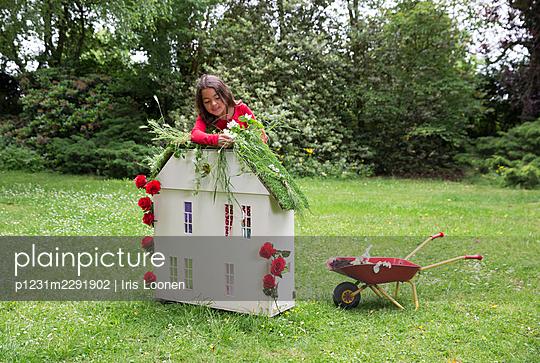 Spielhaus im Garten - p1231m2291902 von Iris Loonen