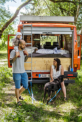 Camping vacation with baby boy and dog - p1146m2196016 by Stephanie Uhlenbrock