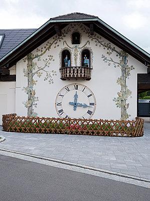 Riesenkuckucksuhr - p606m1215546 von Iris Friedrich