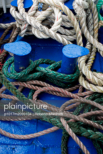 Ropes on a boat - p1017m2099104 by Roberto Manzotti