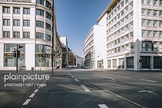 Office buildings and deserted roads, Cologne - p1637m2211667 by Vogel