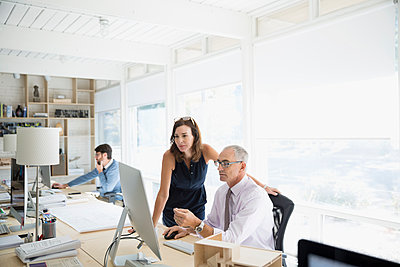 Architects working at computer in office - p1192m1194185 by Hero Images