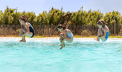 Jumping into water - p076m2014022 by Tim Hoppe