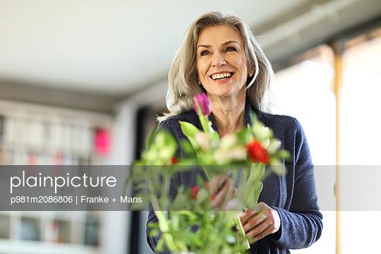 Frische Blumen - p981m2086806 von Franke + Mans
