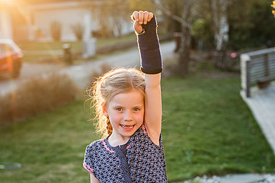 Girl with plastered arm - p312m2139343 by Anna Johnsson