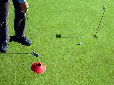 Fuß eines Golfers - p567m667717 von AURELIAJAEGER
