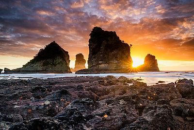Motukiekie Beach at Sunset, New Zealand - p651m2006529 by Tom Mackie