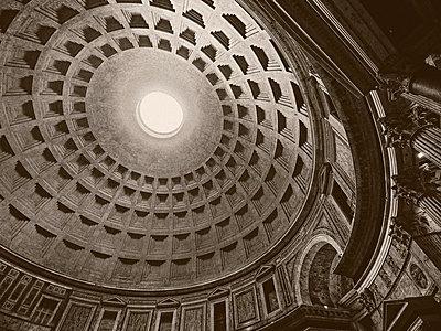 Pantheon - p974m661435 von Volker Banken
