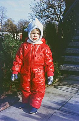 Germany, Boy in snow suit in the GDR - p986m2223977 by Friedrich Kayser