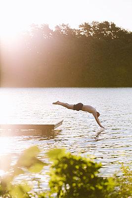 Sprung in See, Großer Lychensee - p1396m2015009 von Hartmann + Beese