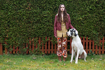 Woman with dog - p427m899804 by Ralf Mohr