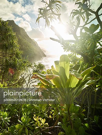 USA, Hawaii, Kauai, sunset at Na Pali Coast - p300m2012478 von Christian Vorhofer