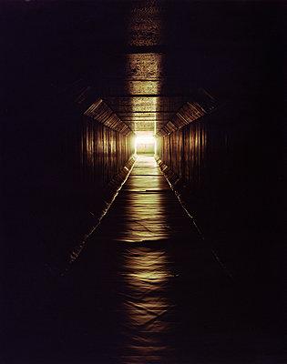 Licht am Ende des Tunnels - p1079m1184969 von Ulrich Mertens
