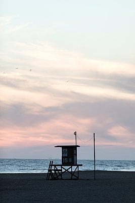 Lifeguard hut on the beach - p1094m2057247 by Patrick Strattner