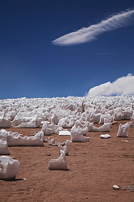Büßereis bei den Fumaroles de Sol de Mañana - p1038m1575380 von BlueHouseProject
