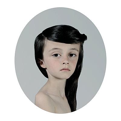 Ingénue 8 - p1233m1540059 by Cécile Decorniquet