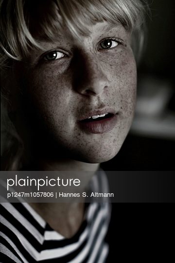 Streak - p1247m1057806 by Hannes S. Altmann