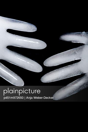 Eisige Hände - p451m972650 von Anja Weber-Decker