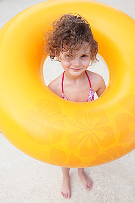 Girl with a swimming ring - p045m901083 by Jasmin Sander