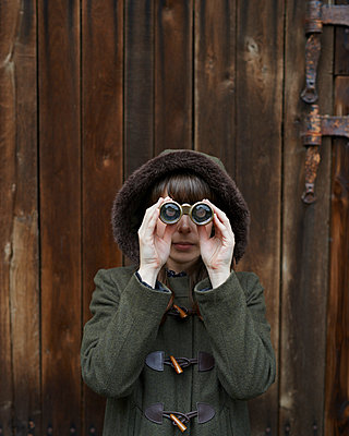 Woman with binoculars - p1124m931761 by Willing-Holtz