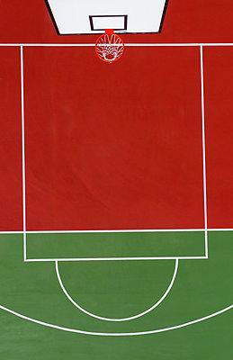 Aerial view of a basketball court - p1596m2179053 by Nikola Spasov