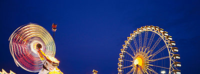 Illuminated fairground rides at night, Oktoberfest, Munich, Germany - p6090597 by WRIGHT