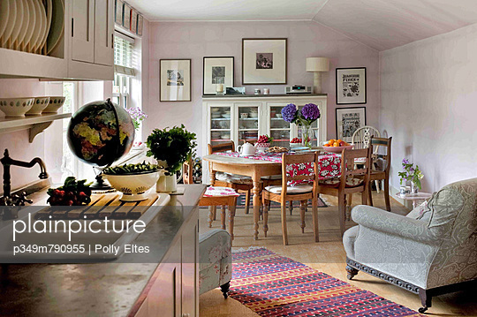OPen plan dining room and kitchen in London home - p349m790955 by Polly Eltes