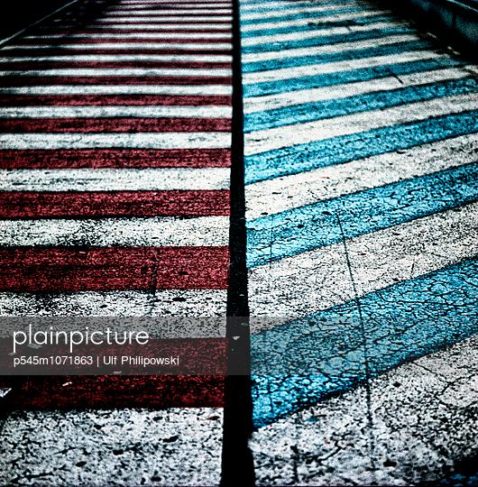 Getrennte Wege - p545m1071863 von Ulf Philipowski