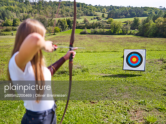 Archery in the countryside - p885m2200469 by Oliver Brenneisen