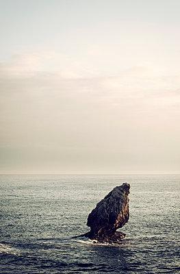Fels im Meer - p1443m1511344 von SIMON SPITZNAGEL