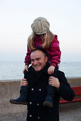 Vater und Tochter - p828m970745 von souslesarbres