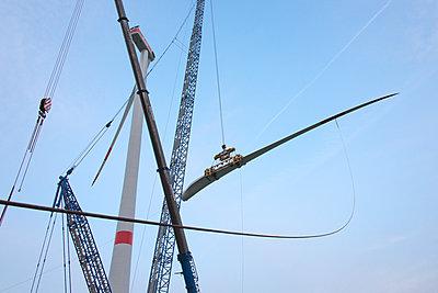 Aufbau eines Windparks - p1079m2157690 von Ulrich Mertens