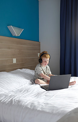 Boy with headphones and laptop  - p116m1462291 by Gianna Schade