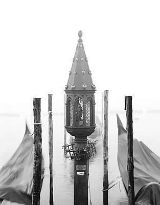 Schutzheilige der Gondoliere im Nebel - p1493m1584571 von Alexander Mertsch