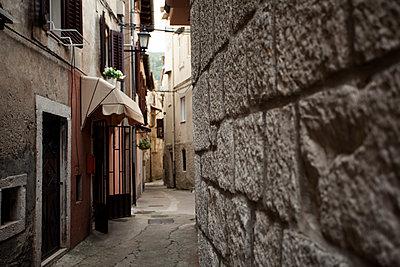 Croatia, Lovran, alley in the old town - p300m1130142f von Annie Hall