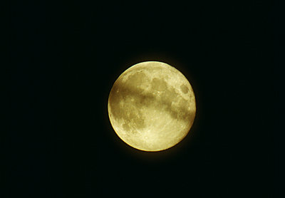 Full moon in sky - p5752015f by Goran Nyrn