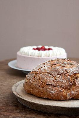 Sahnetorte oder Brot - p4541222 von Lubitz + Dorner