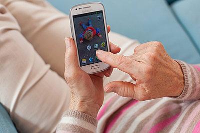 Smartphone - p505m932956 von Iris Wolf