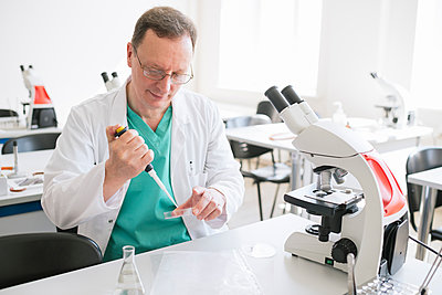 Researcher in white coat working in lab - p300m2250190 by Hernandez and Sorokina